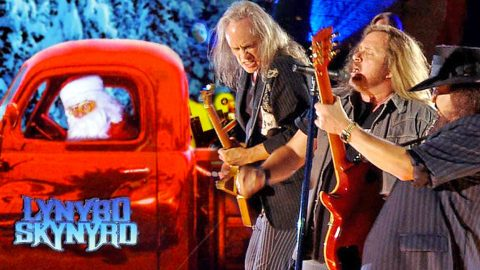 Santa Claus Gets A Southern Fried Welcome In Skynyrd's Recording Of 'Santa Claus Is Comin' To Town' | Country Music Videos