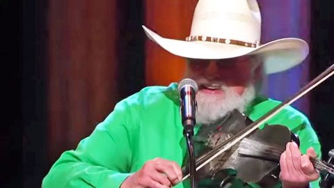 78 Yr. Old Charlie Daniels 'Burns Down the House' In AGGRESSIVE Performance At The Grand Ole Opry | Country Music Videos