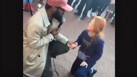 Street Performer Serenades Special Needs Girl With Stunning 'I Will Always Love You' | Country Music Videos