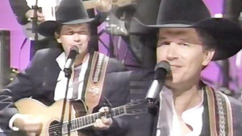 George Strait – Check Yes Or No (LIVE at 1995 CMA Awards) (VIDEO)   Country Music Videos