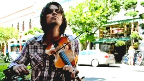 Street Performer Stops People Dead In Their Tracks With Toe-Tappin' Fiddle Solo   Country Music Videos