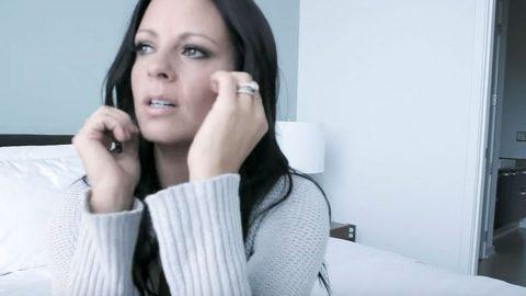 Emotional Sara Evans Talks Devastating Heartbreak In 'A Little Bit Stronger'   Country Music Videos