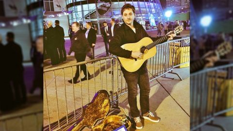 Grammy Winner Goes Almost Completely Unnoticed Playing On Street Outside The CMAs   Country Music Videos