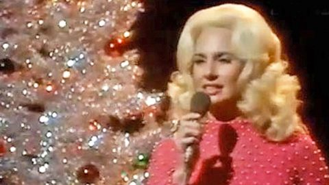 Tammy Wynette's Hauntingly Beautiful Version Of 'Blue Christmas'   Country Music Videos