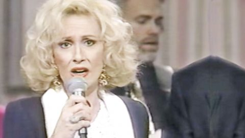 Tammy Wynette's Emotionally-Charged 'How Great Thou Art' Will Give You Chills | Country Music Videos