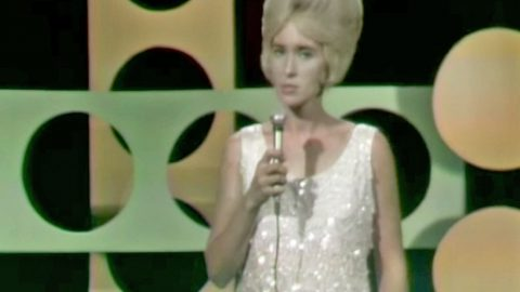 Tammy Wynette Tells Heartbreaking Truth Of Divorce With 'I Don't Wanna Play House' | Country Music Videos