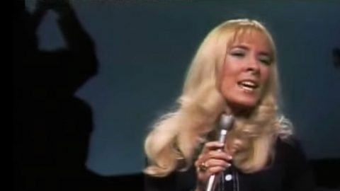 Barbara Fairchild Devastates Audience With 'The Teddy Bear Song' | Country Music Videos