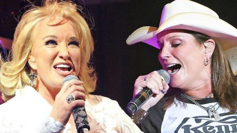 Tanya Tucker & Terri Clark Revisit The Good Old Days With 'Delta Dawn' Duet | Country Music Videos