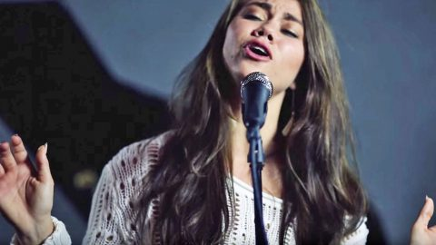 'Voice' Alum Stuns With Unreal Cover Of Patsy Cline's 'Crazy' | Country Music Videos