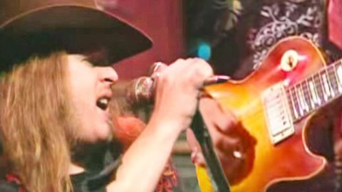 Ridin' The Wind: Skynyrd Soars Across The Pond For Jivin' Renditon Of JJ Cale's 'Call Me The Breeze' | Country Music Videos