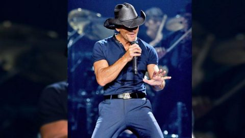 Tim McGraw Shows Off His Best Elvis Dances Moves While Singing 'Suspicious Minds' | Country Music Videos