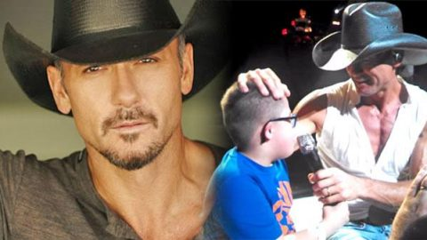 "Tim McGraw Sings ""Just To See You Smile"" With 9 Year Old Boy 