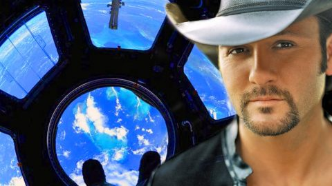"""Tim McGraw Debuts New Single """"Top Of The World"""" With Conversation With NASA Astronauts On Twitter   Country Music Videos"""