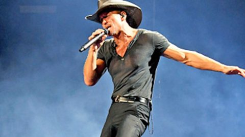 Tim McGraw Closes Out Performance With A Message For Washington | Country Music Videos