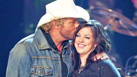 BREAKING: Toby Keith's Daughter Gives Birth And Shares Cutest Baby Photo Ever   Country Music Videos
