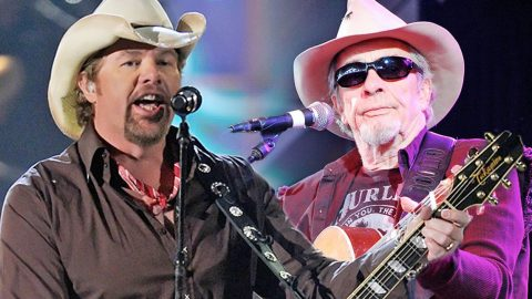 Merle Haggard And Toby Keith Show Off Their Inner Outlaw With A 'Mama Tried' Duet To Remember | Country Music Videos