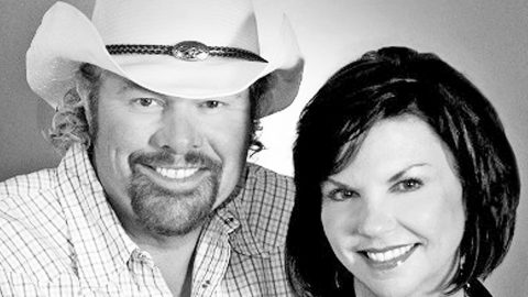 A Photographic Look At Toby Keith & Tricia Covel's Inspiring Love Story | Country Music Videos
