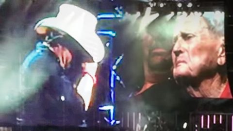 Toby Keith Is Overcome With Emotion After Bringing 93-Year-Old Veteran On Stage | Country Music Videos