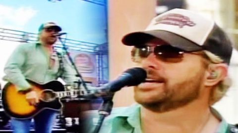 Toby Keith – High Maintenance Woman (Live)   Country Music Videos