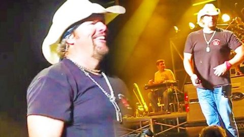 Toby Keith – A Little Less Talk & Stranglehold (LIVE in Concert) | Country Music Videos