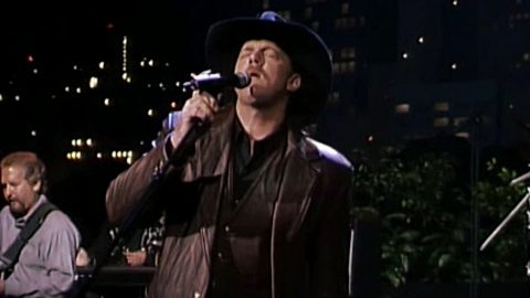 Look Out Ladies: This Trace Adkins Performance Will Make You Weak In The Knees | Country Music Videos