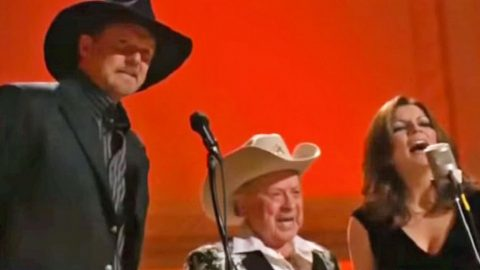 With Famous Friends, Trace Adkins Sings Spectacular Mashup Of Beloved Gospel Songs | Country Music Videos