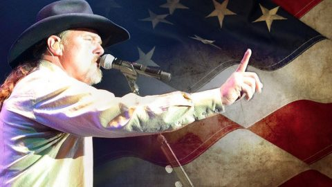 Don't Mess With Trace Adkins Or His Country Unless Y'all Want To Hear Some 'Fightin' Words' | Country Music Videos