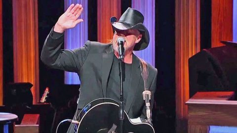 Tug Of War Between 'Jesus And Jones' Unfolds On Stage As Trace Adkins Shares His Candid Story | Country Music Videos