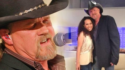 "Trace Adkins Sings ""Watch The World End"" With His Daughter's Classmate (VIDEO) 