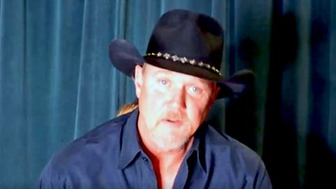 Trace Adkins Shares Message Of High Importance With His Fans | Country Music Videos