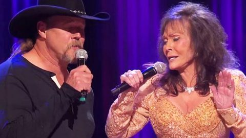 "Trace Adkins & Loretta Lynn – ""Lead Me On"" 