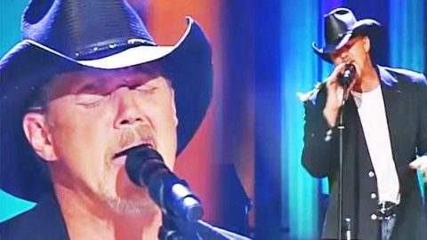 Trace Adkins – Muddy Water (Live Performance) | Country Music Videos