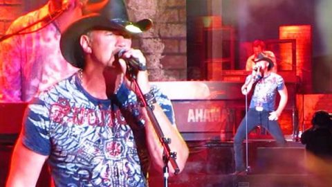 Trace Adkins – Swing (LIVE) | Country Music Videos