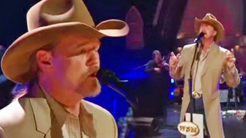 Trace Adkins – Wayfaring Stranger (LIVE at the Opry)   Country Music Videos