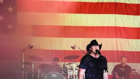 Trace Adkins – Welcome to Hell (LIVE) (VIDEO) | Country Music Videos