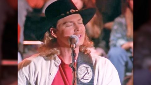 Tracy Lawrence Proves He's A Masterful Storyteller In Moving 'Time Marches On' Performance | Country Music Videos