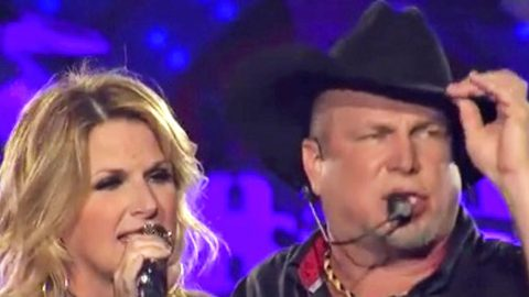 Garth Brooks Forgets His Cowboy Hat 2f325e10ec8