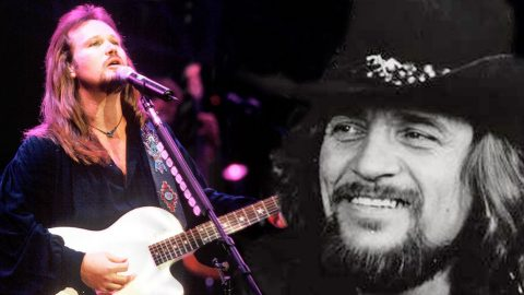 Travis Tritt Dedicates 'I've Always Been Crazy' To Waylon Jennings Just Days After His Death | Country Music Videos