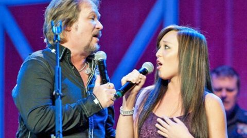 Travis Tritt's Daughter Shows Off Stunning Voice While Singing Duet With Her Father | Country Music Videos