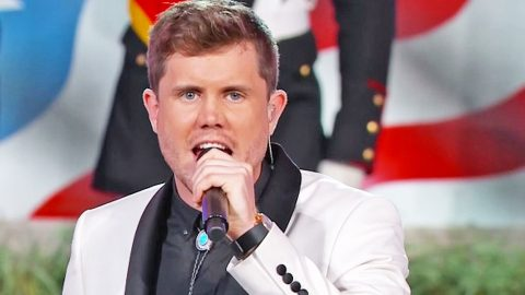 'American Idol' Champion Leaves Crowd Breathless With Stunning Rendition Of National Anthem | Country Music Videos