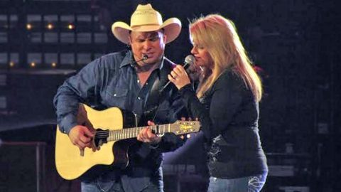 Garth Brooks & Trisha Yearwood Sing Romantic Duet That Will Make Your Heart Skip A Beat | Country Music Videos