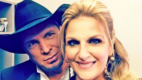 Garth Brooks & Trisha Yearwood Reveal 'Misfit' Thanksgiving Plans | Country Music Videos