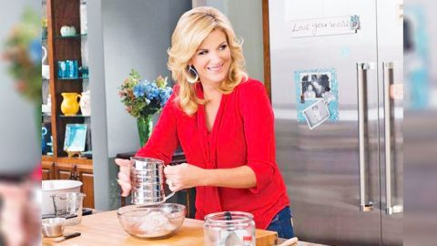 Kick Off Your Weekend Party With Trisha Yearwood's Flamin' Hot Jalapeño Hushpuppies | Country Music Videos