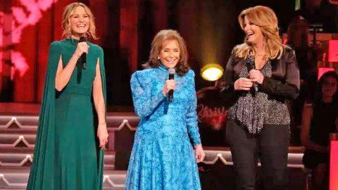Loretta Lynn Joins Trisha Yearwood & Jennifer Nettles For Heavenly 'Country Christmas' Performance | Country Music Videos