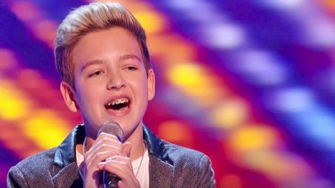 14-Year-Old Singer Earns Standing Ovation For 'Hallelujah' Performance On 'The Voice Kids UK' | Country Music Videos