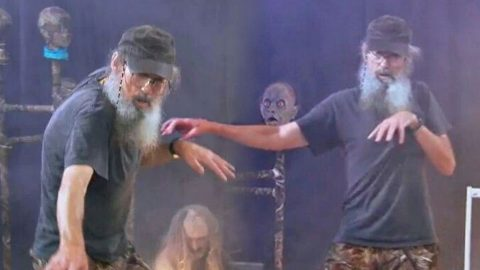 Uncle Si's Got Some Epic Dance Moves! | Country Music Videos