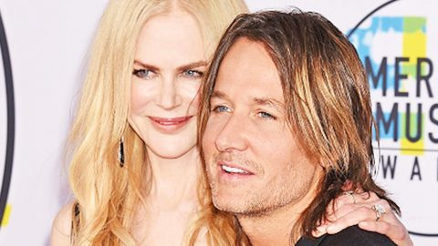 Keith Urban & Nicole Kidman Cuddle Up Close In Adorable Christmas Photo | Country Music Videos