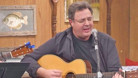 Vince Gill Pours Pure Emotion Into Cover Of Merle Haggard's Somber Song | Country Music Videos