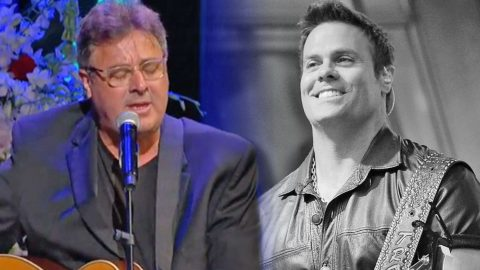 Vince Gill Chokes Up Performing The First Song Troy Gentry Ever Sang For His Wife | Country Music Videos