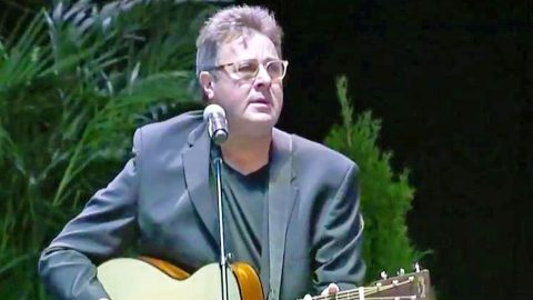Vince Gill Honors Vegas Shooting Victims With Grief-Filled Performance Of 'Go Rest High' | Country Music Videos
